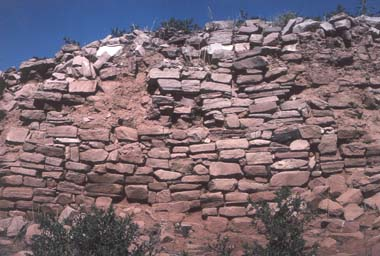 Right: This view of the stonework in the ruins of the Zuni town of Hawikuh